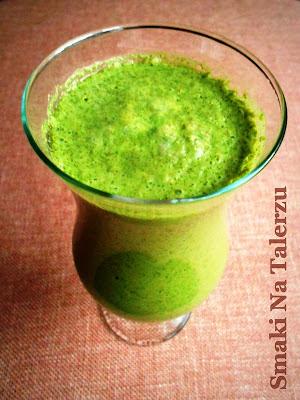 zielony witaminowy energetyczny koktajl smoothie owocowo-warzywne z rzeżuchą wodną