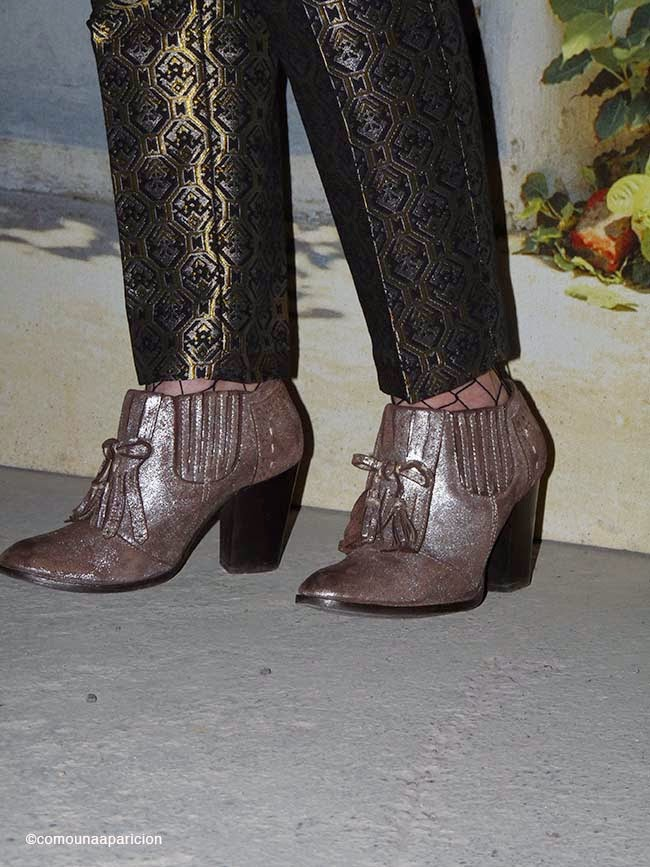 como-una-aparición-street-style-fashion-brocade-ankle-boots-moda-zapatos