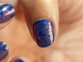 Manicura Azul con Estampación