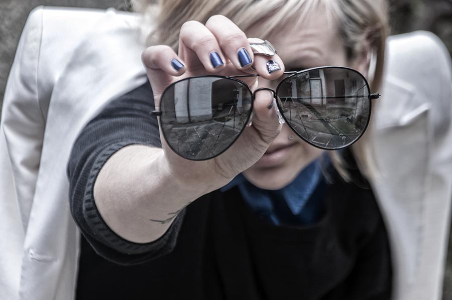 For Peet's Sake blog mirror aviator sunglasses blue nail polish white blazer blue button shirt black knit sweater