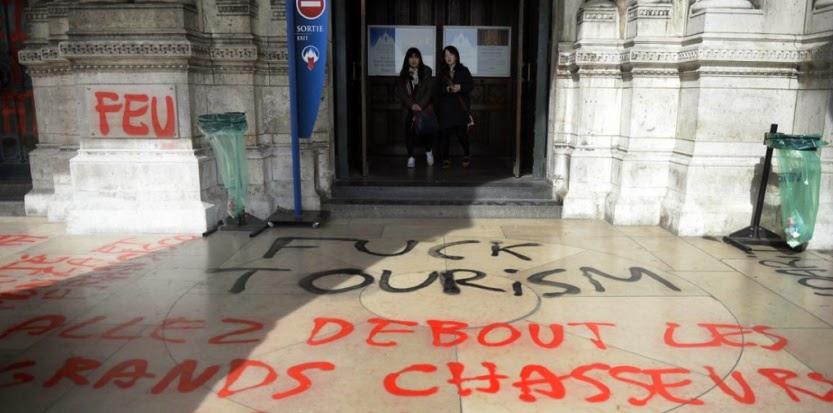 http://tempsreel.nouvelobs.com/societe/20140319.OBS0373/la-basilique-du-sacre-coeur-degradee-par-des-tags-anarchistes.html