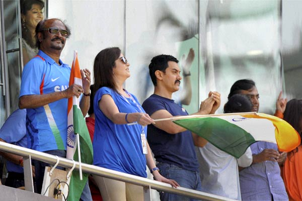 ~~Rajini Mania~~ Rajinikanth-At-India-vs-Sri-Lanka-World-Cup-Final-Pics-3