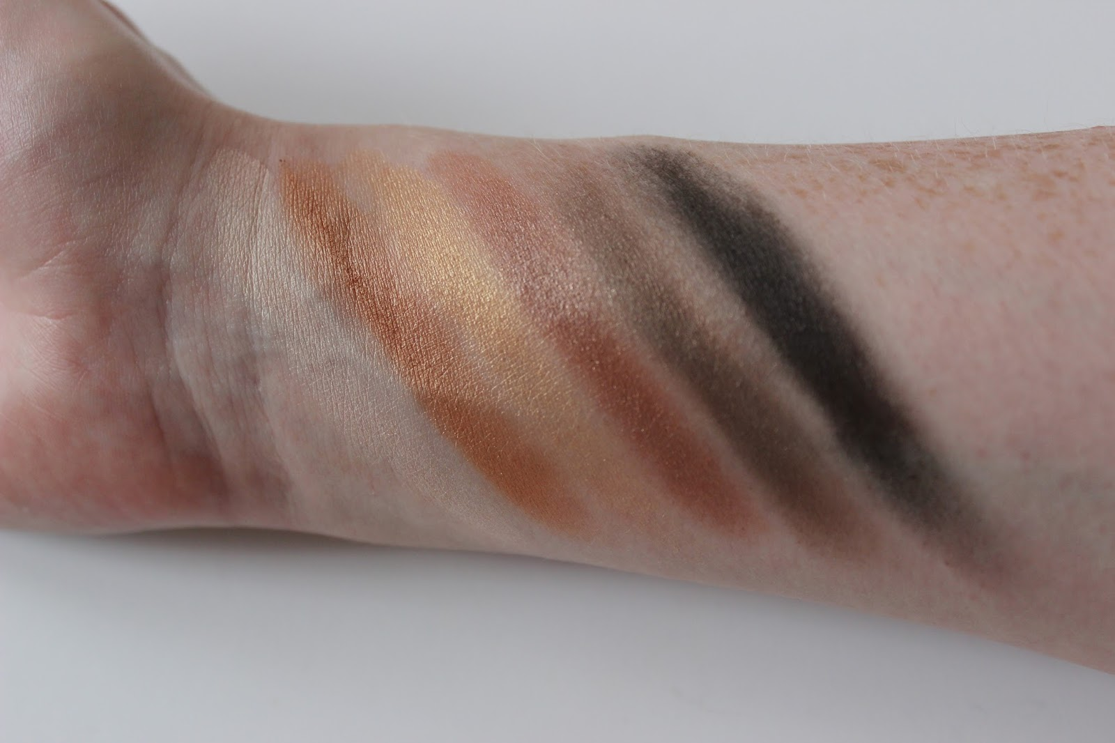 Collection Little Mix loves eye shadow palette swatches