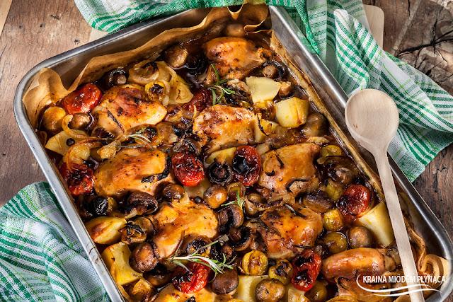 eintopf z kurczakiem, danie jednogarnkowe z kurczakiem, eintopf z mięsem i pieczarkami, jednogarnkowe z pieczarkami, prosty obiad, rodzinny obiad, kraina miodem płynąca, danie mięsne,
