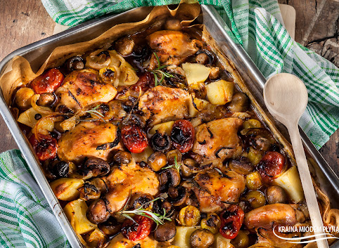 Eintopf z kurczakiem, pieczarkami i pomidorkami