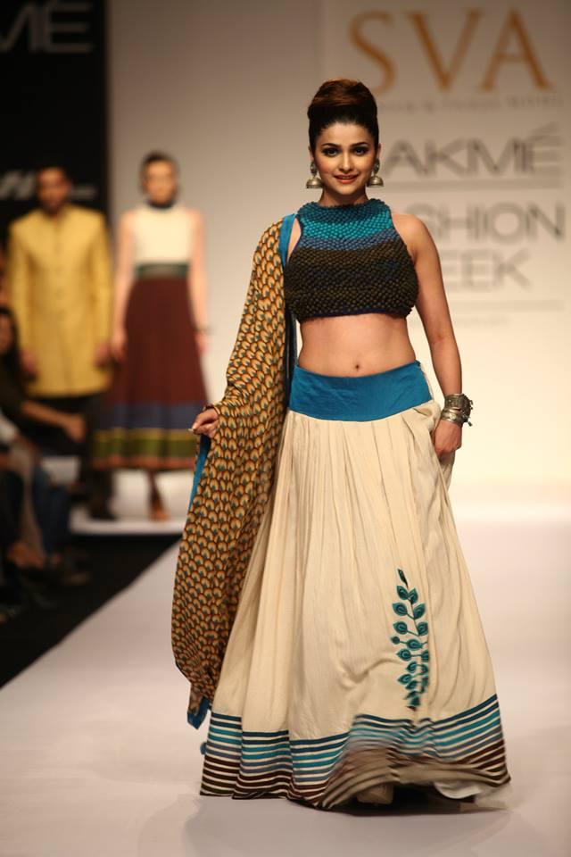 http://4.bp.blogspot.com/-pxPvJg7LjLc/UhzVgCKXt3I/AAAAAAABhTI/J7U_IgEBj1M/s1600/Prachi+Desai+Walk+the+ramp+on+Lakme+Fashion+Week-2013.jpg