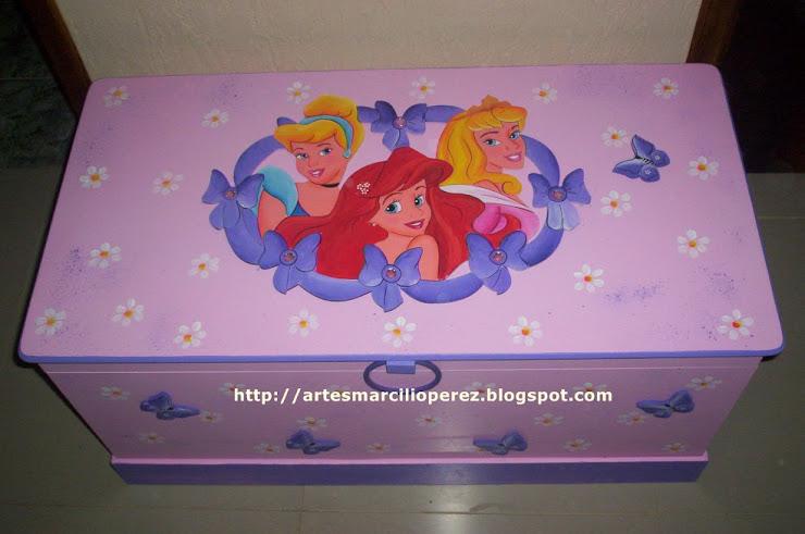 Bau Princesas Grande R$ 270,00 medidas 94Cx48x48