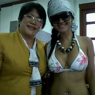 Foto Jupe Pake Bikini di Bank