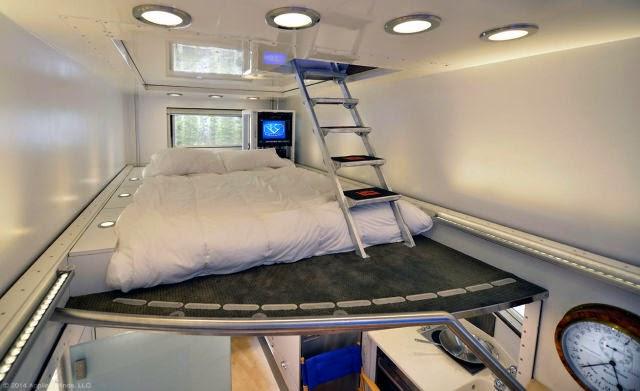 Karavanın üst kattaki yatak odası