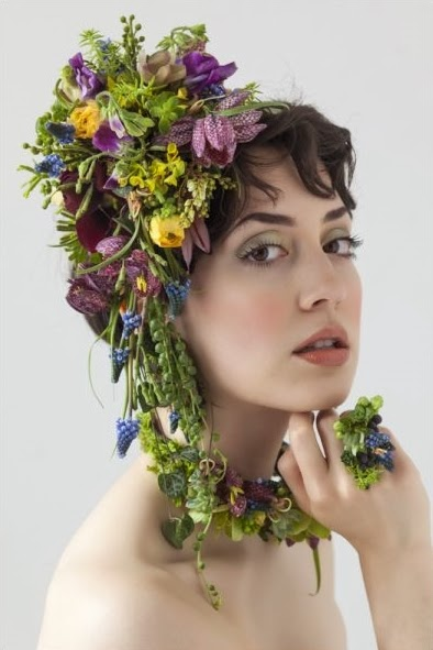floral jewelry, blomstr smycken, floral bag, floral. purse, floral headpieces, floral hair pieces, hårdekoration blommor, väska av blommor