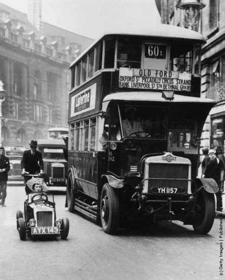 bus-and-midget-car-london-1900s