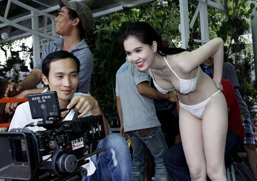 Ngọc Trinh khiến cho nhiều người bất ngờ vì từ một người mẫu nội y, làm kinh doanh spa, quần áo và giờ đây cô lại tiếp tục lấn sân sang phim ảnh