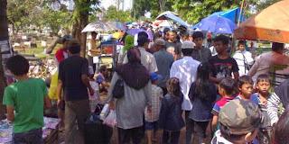 Liburan Lebaran TPU Karet Bivak Dipadati Warga Jakarta
