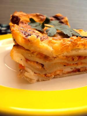 Włoska lazania z sosem pomidorowym i beszamelem
