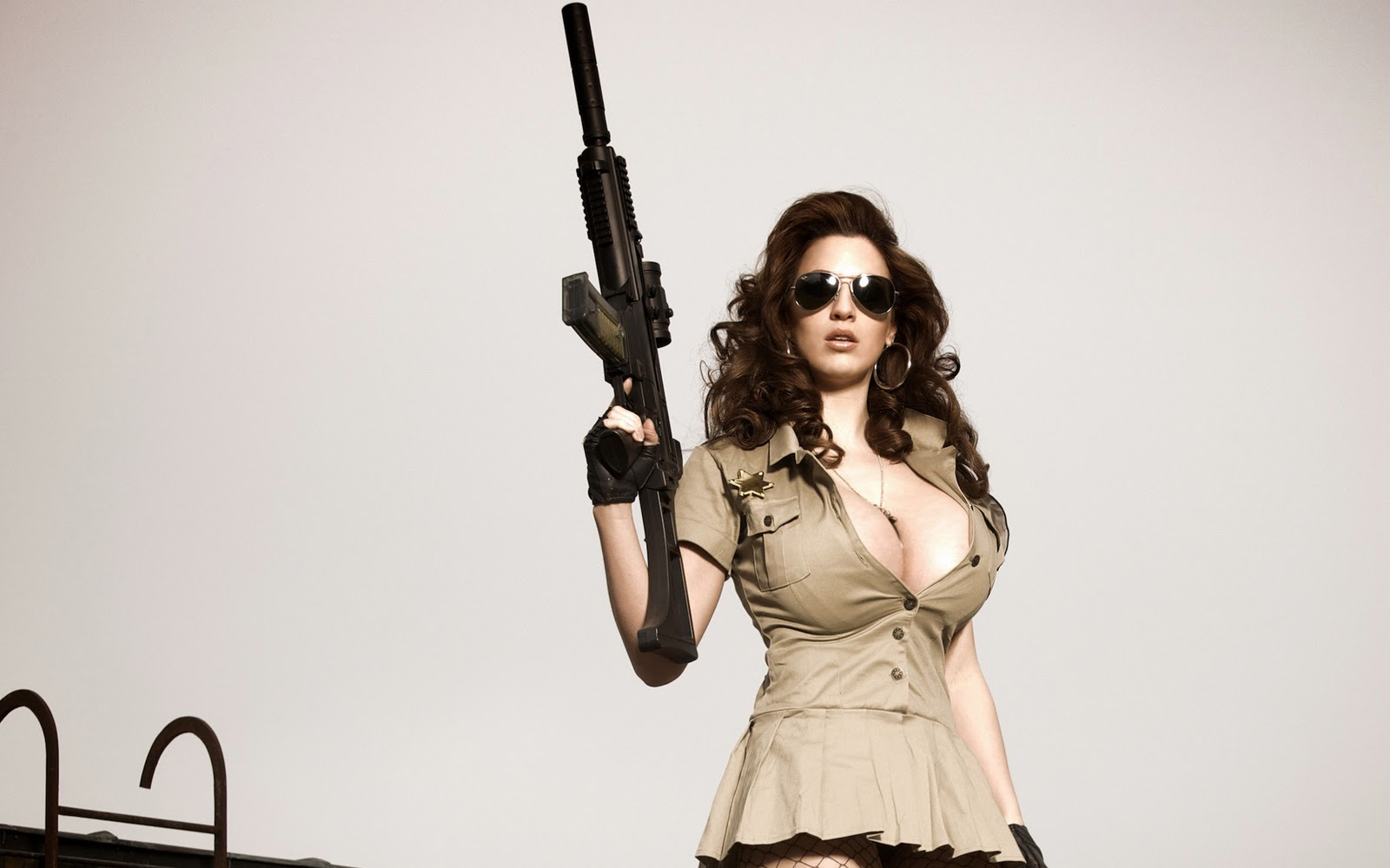 http://4.bp.blogspot.com/-pz3EwnJUnrU/TueAUvY-6MI/AAAAAAAAHkE/JH1fb94LpXc/s1600/military+babe+super+cleavage+holding+assault+rifle+hd+wallpaper.jpg