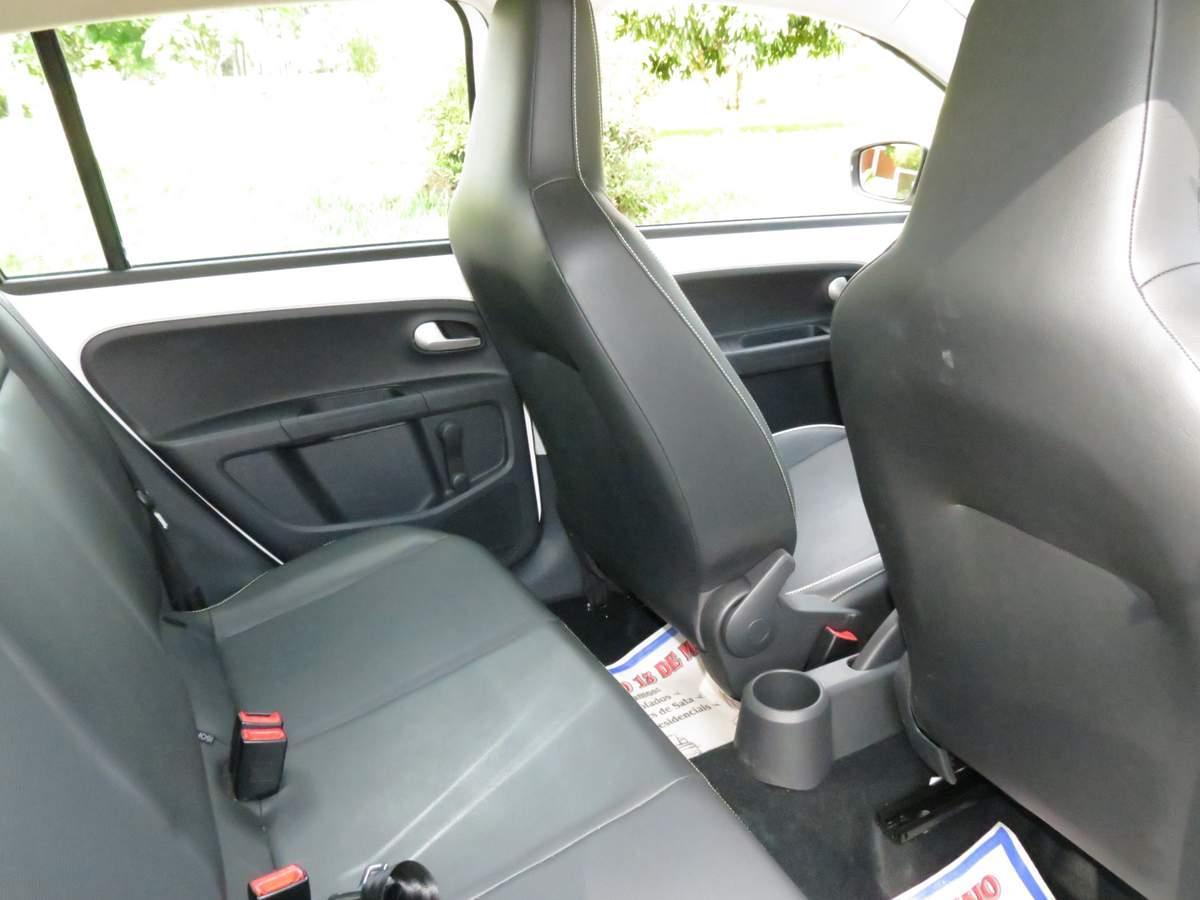 Volkswagen up! I-motion - espaço traseiro