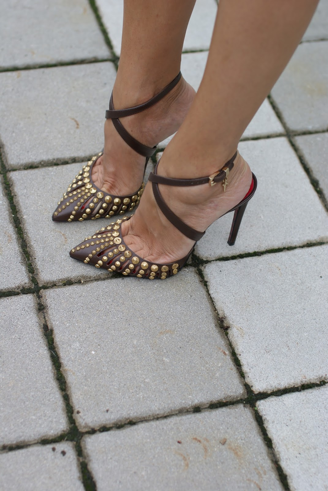 Cesare Paciotti studded heels on Fashion and Cookies fashion blog, fashion blogger style