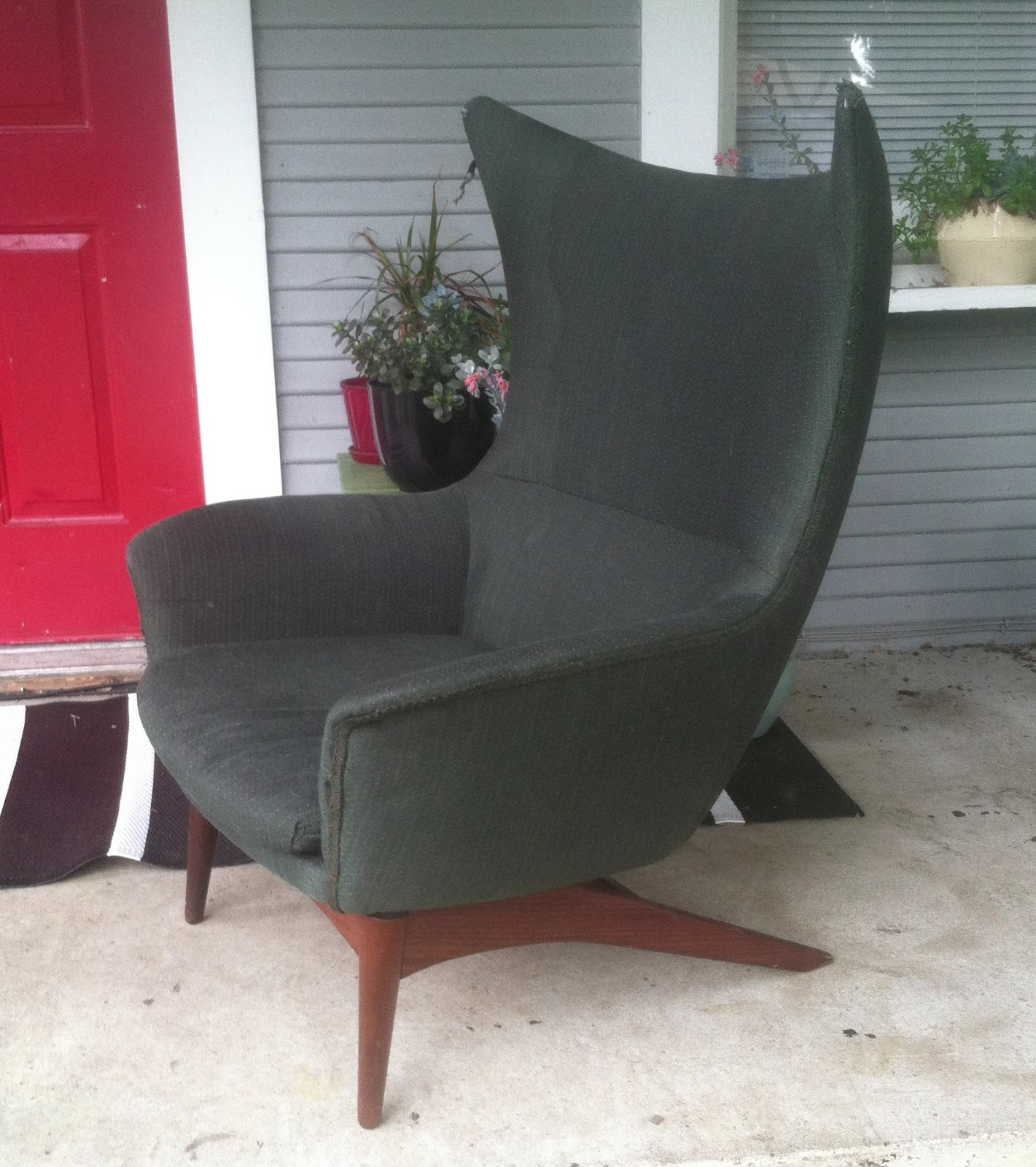 Remnant reupholstered danish egg chair for Reupholstered chairs for sale