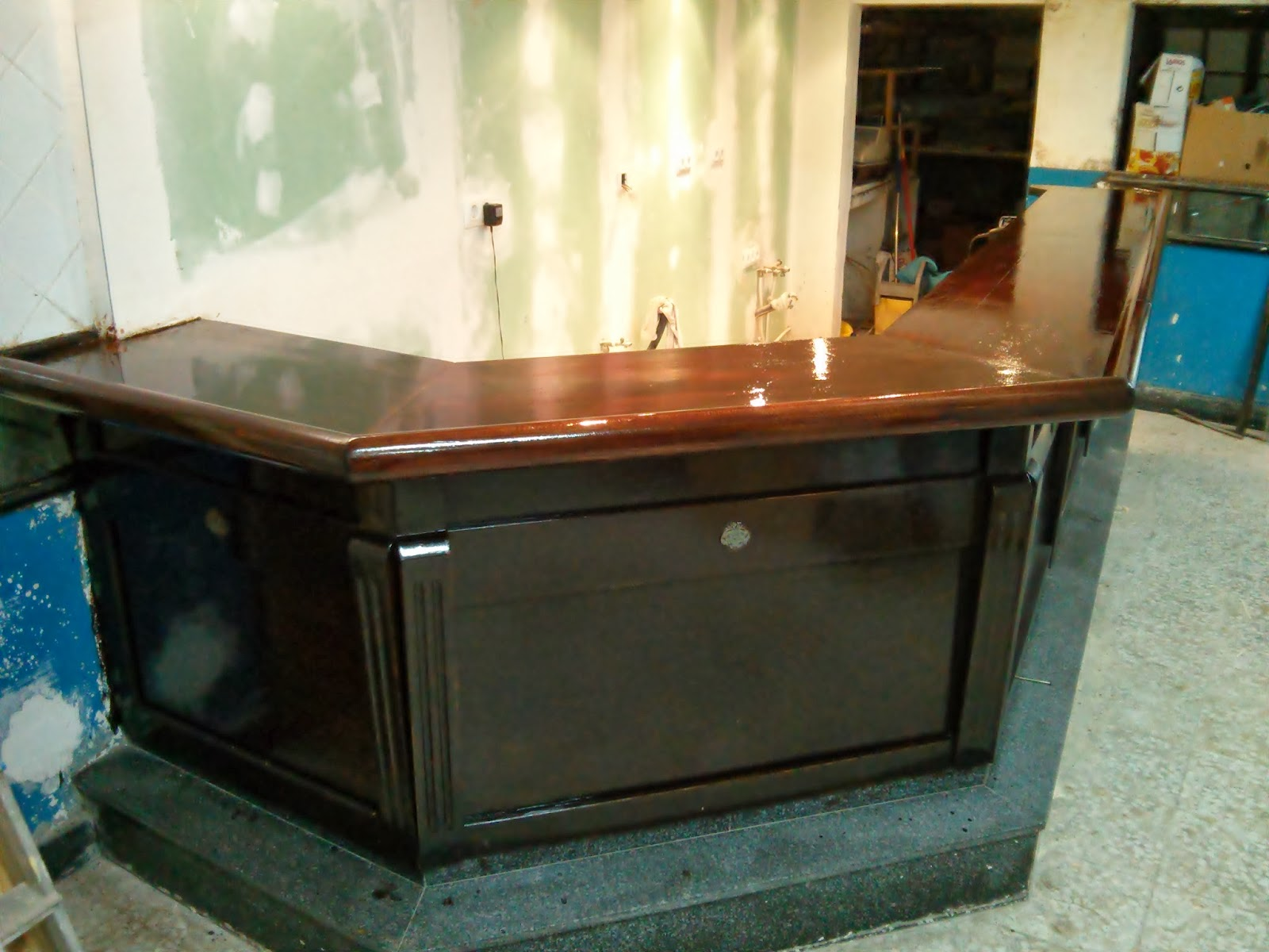 Restaurar barra de bar antigua o deteriorada bricolaje for Barra bar madera segunda mano
