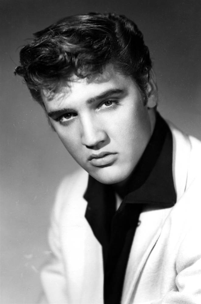 Rarely Seen Photographs Of Elvis Presley From Between The