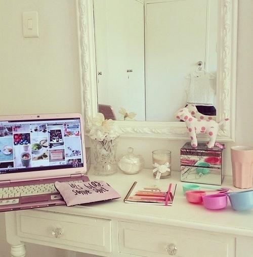 Back To School: Ideal Study Rooms/Desks