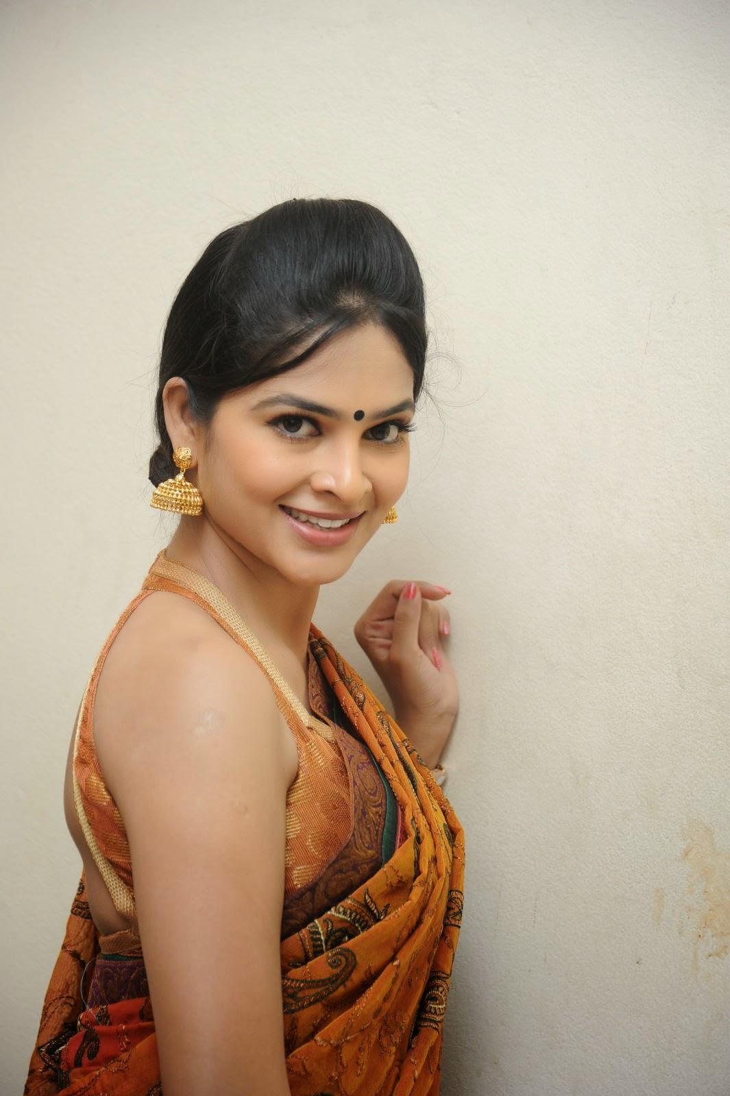 Madhumitha sizzling pics in saree-HQ-Photo-10