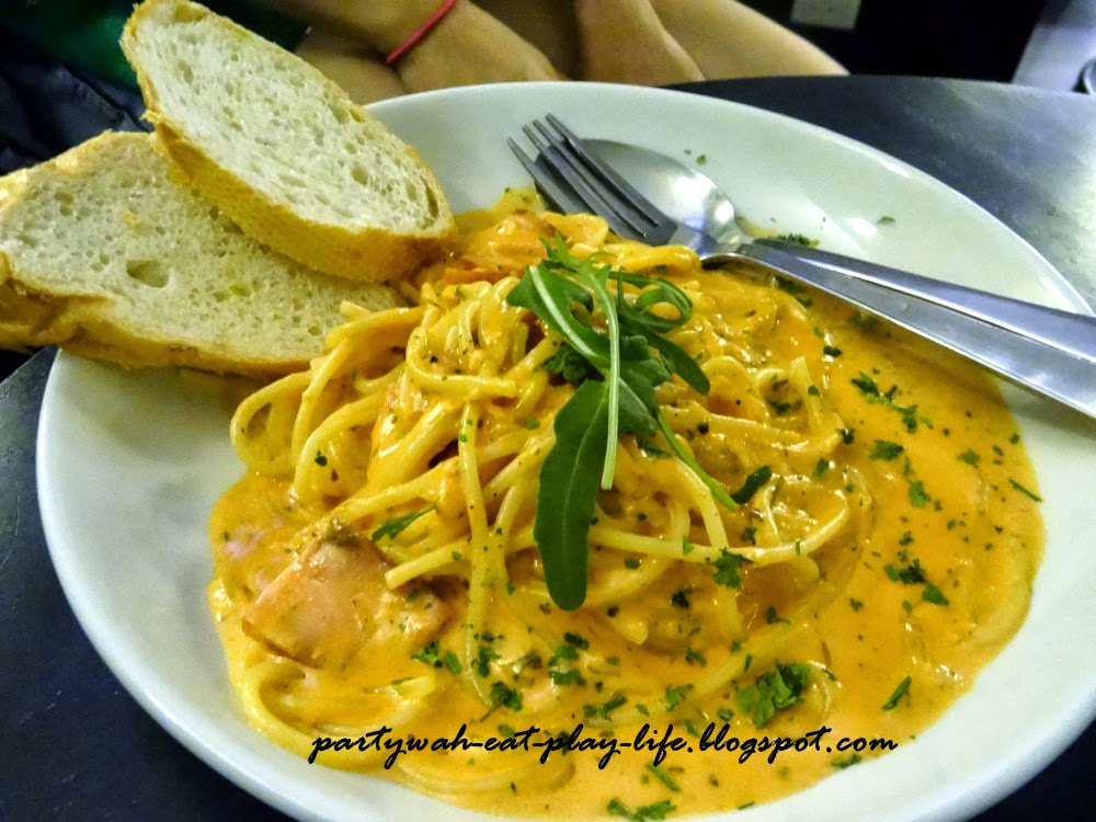 Smoked salmon pasta with the combination of white & red sauce @ RM14 ...