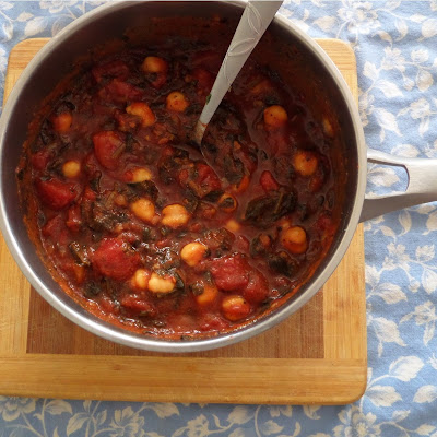 Simple Pasta Sauce:  A simple tomato pasta sauce with many variations.