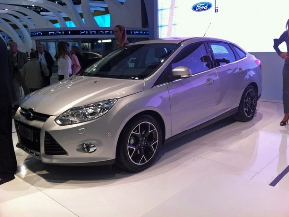 car i Ford Focus 2014