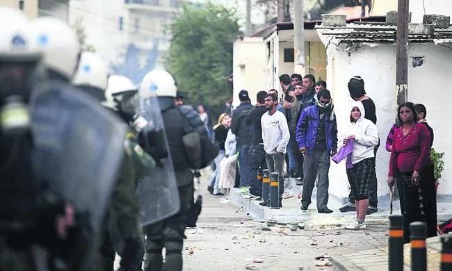 Θάνατος μαθητή στο Μενίδι: Οργισμένοι και αγανακτισμένοι οι κάτοικοι (vid)
