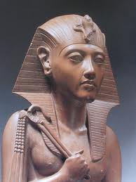 hatchepsut the female pharaoh essay Hatshepsut - hatshepsut essay example hatshepsut's controversial accession as a female pharaoh in the early period of new.