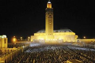 Masya Allah, Setiap Malam, Setengah Juta Warga Maroko Lakukan Shalat Tarawih di Masjid Hassan