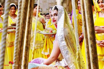 Sonam Kapoor Yellow Saree in Prem Ratan Dhan Payo