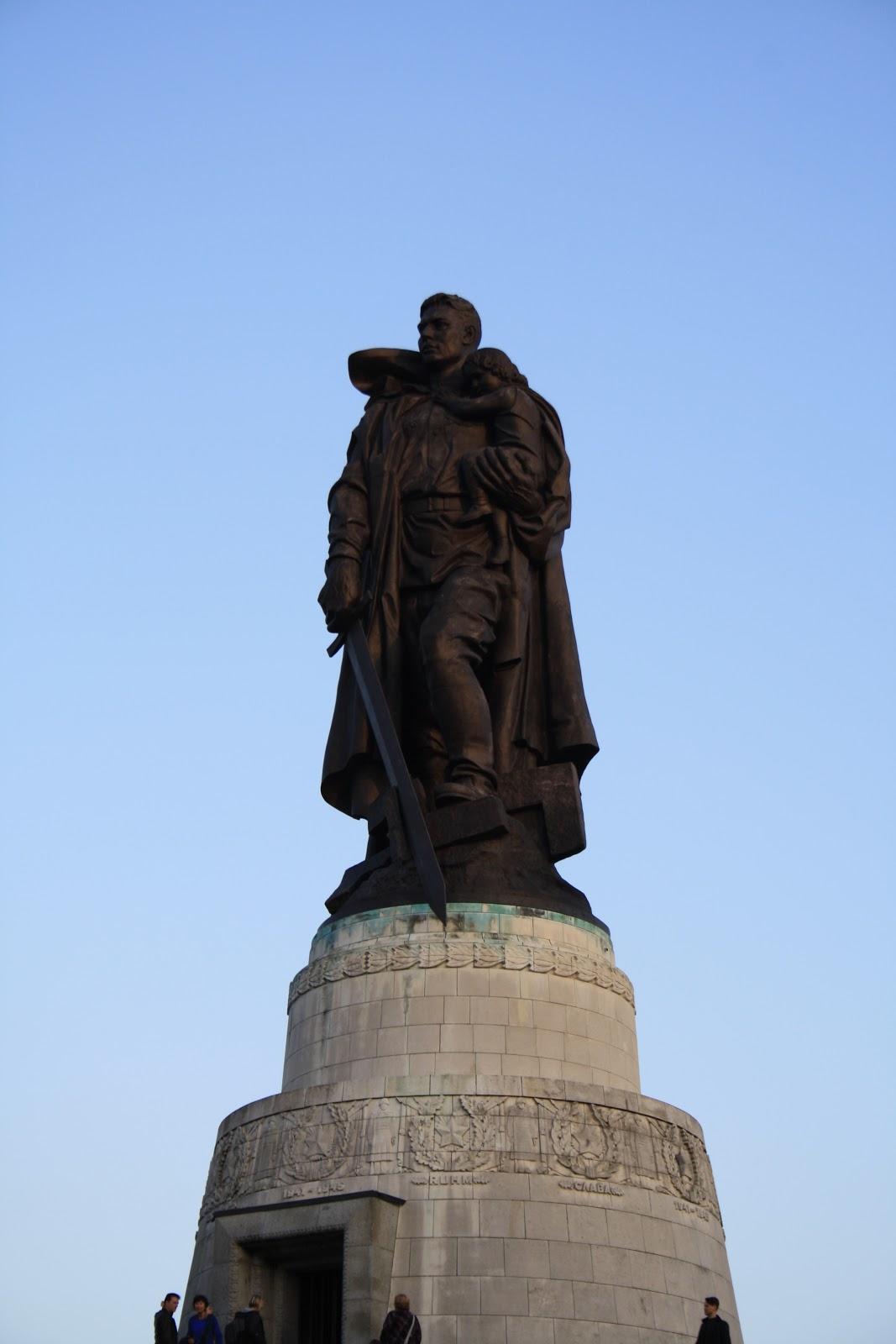Statue du soldat russe - mémorial Russe - Treptower Park Berlin