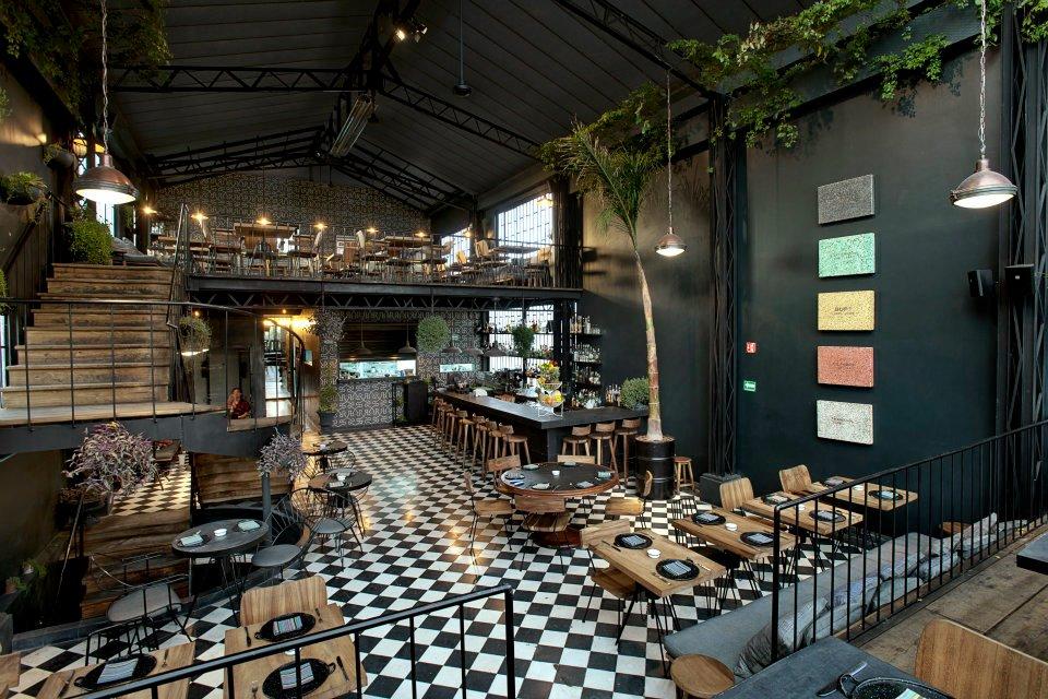 Atelier rue verte le blog romita comedor un restaurant sous verri re mexico for Deco restaurant design