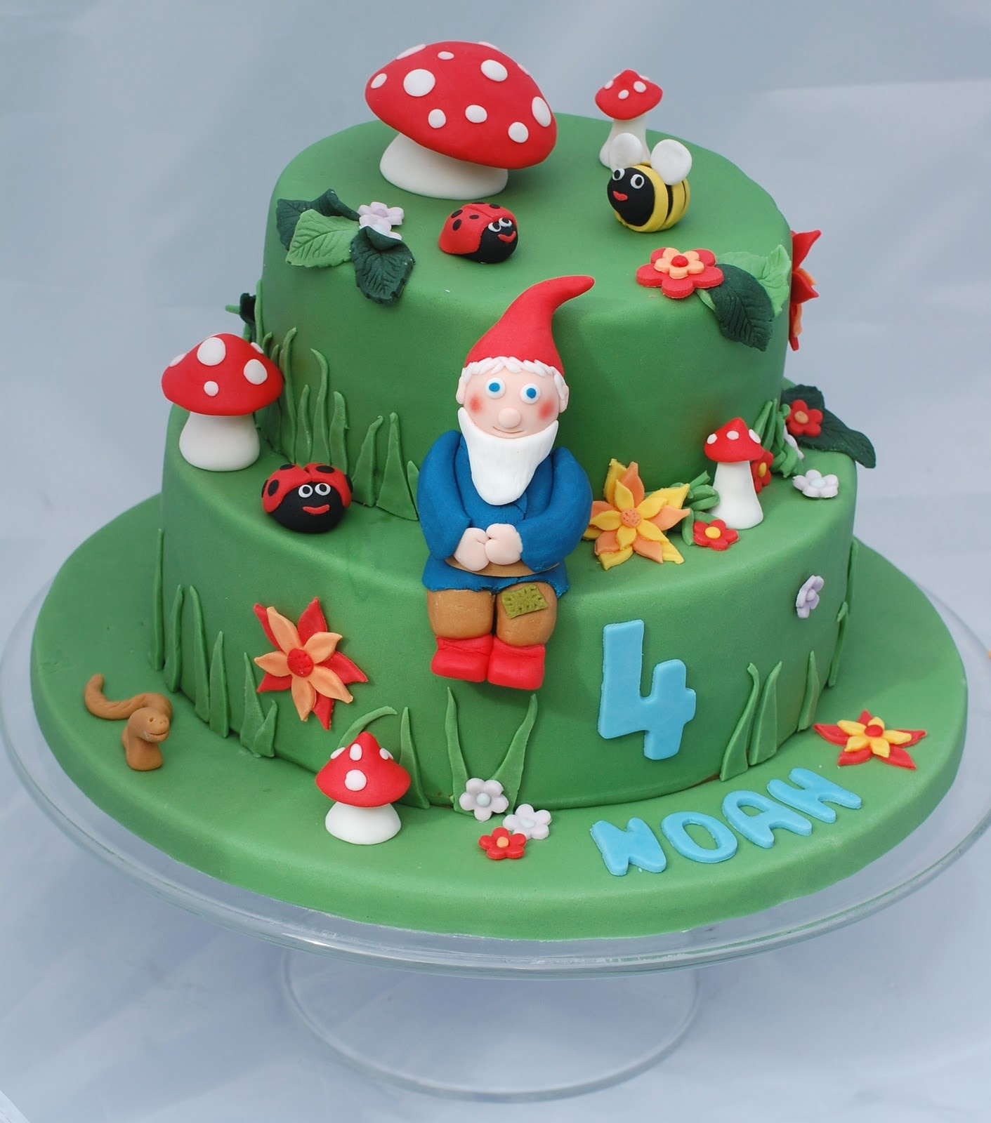 Vanilla frost a birthday cake for my boy the gnome 39 s garden for Garden theme cake designs