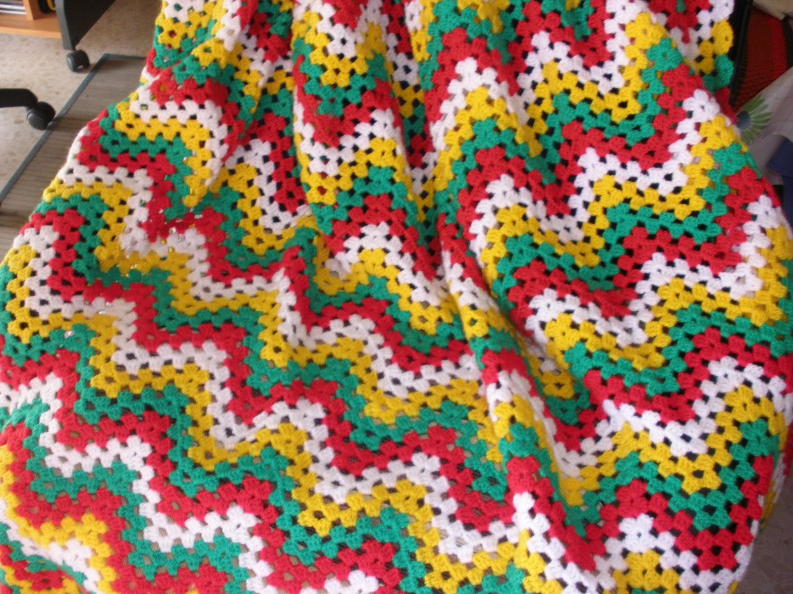 Crochet de antonia manta de sofa de crochet hecha con - Mantas lana ganchillo ...