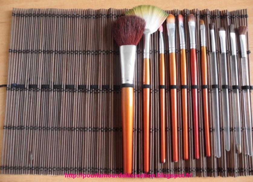 pour l 39 amour de la cr ation une trousse pour les pinceaux de maquillage. Black Bedroom Furniture Sets. Home Design Ideas