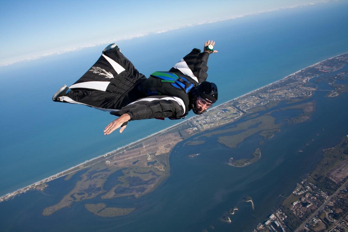 http://4.bp.blogspot.com/-q0PrMNxw0G0/TjAG9-20eqI/AAAAAAAABB0/qbAk5ZaE4S8/s1600/jeff-nebelkopf-Wingsuit-Jump.jpg