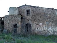 La façana de ponent del mas de Sant Pere de les Cigales