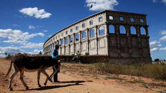Estádio Coliseu do Sertão ficou seis anos em obras e tem capacidade para 6 mil pessoas