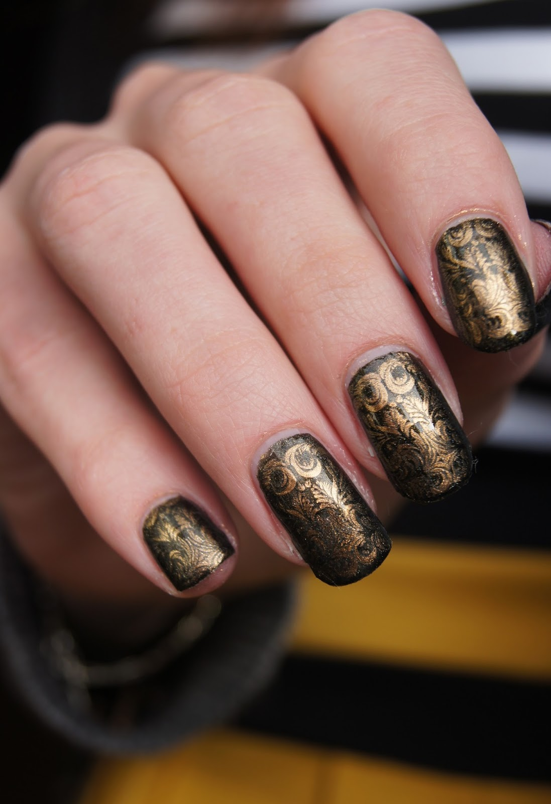 nail-art-black-gold