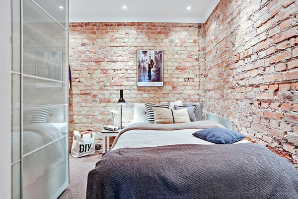 quarto com parede de tijolinho