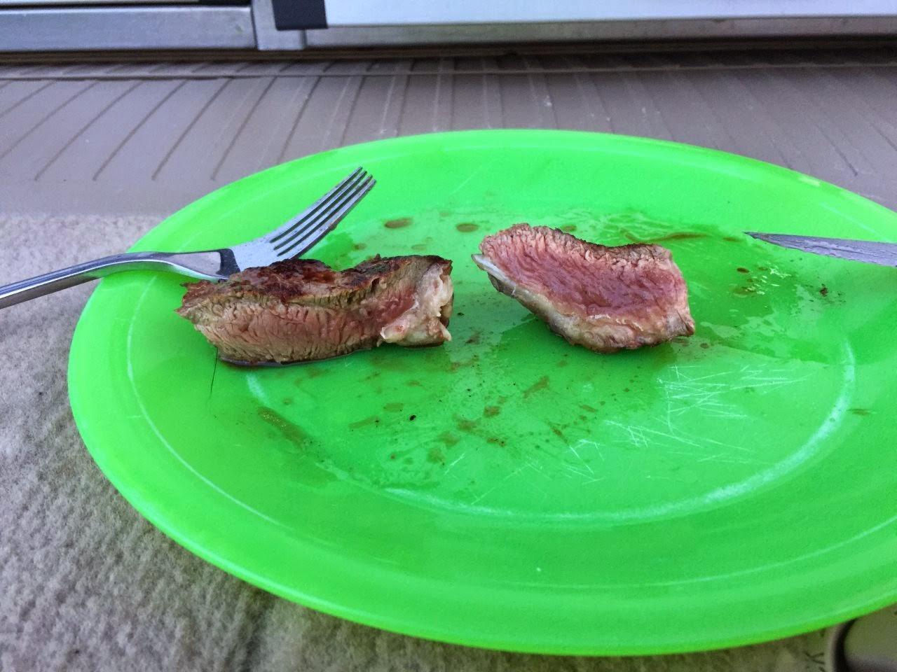 """Panamerika start in Argentinien. Der einzige weg um an ein """"medium-rare"""" Steak zu kommen: selber machen!"""