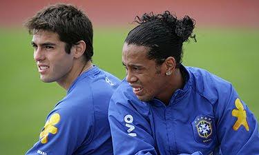 Kaká y Ronaldinho jugarían nuevamente juntos