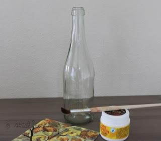 diy flaschen lampe mit serviettentechnik kata. Black Bedroom Furniture Sets. Home Design Ideas