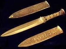 خنجر من الذهب من كنوز توت عنخ امون