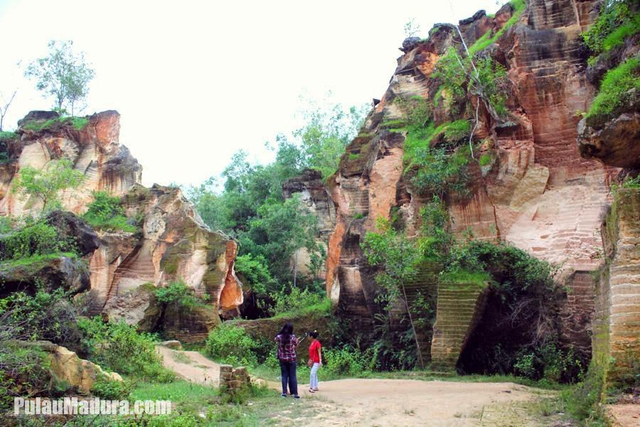 Obyek Wisata Alami Batu Kapur Arosbaya Bangkalan