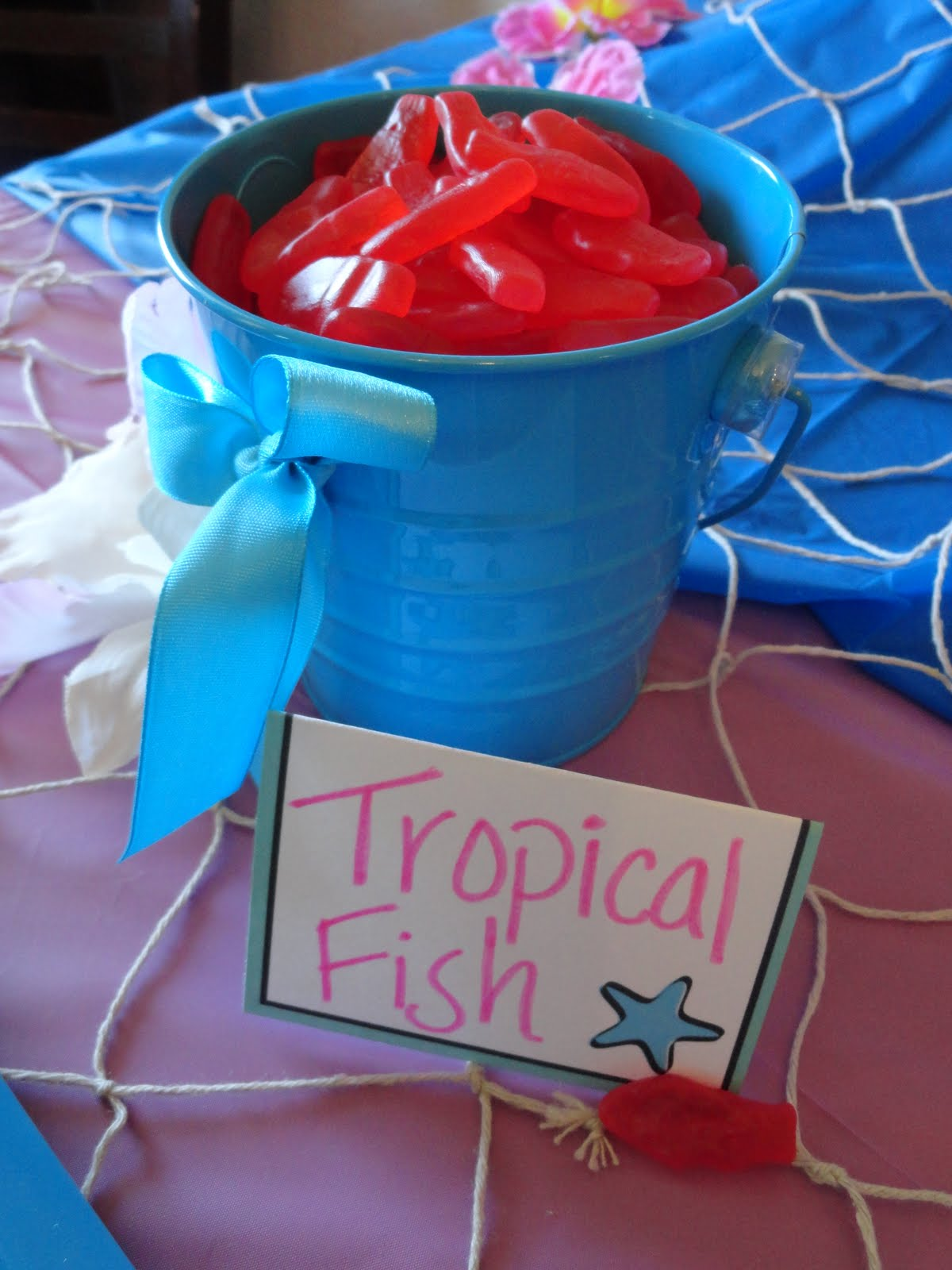 So i saw this tutorial a tiki pool party - How to make a pool party ...