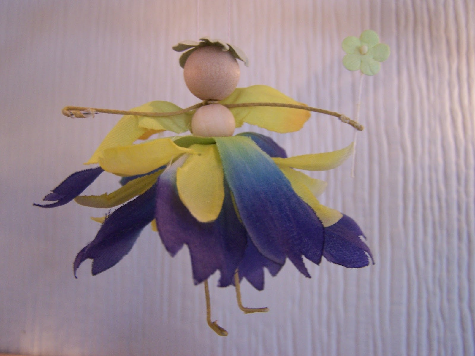 Fairy Crafts Silk Flowers http://madebyjoey.blogspot.com/2011/12/tutorial-flower-petal-fairies.html